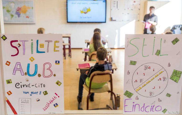 Leerlingen van groep 8 van De Regenboog buigen zich over de Centrale Eindtoets. Leiderdorp, 2021 Beeld ANP