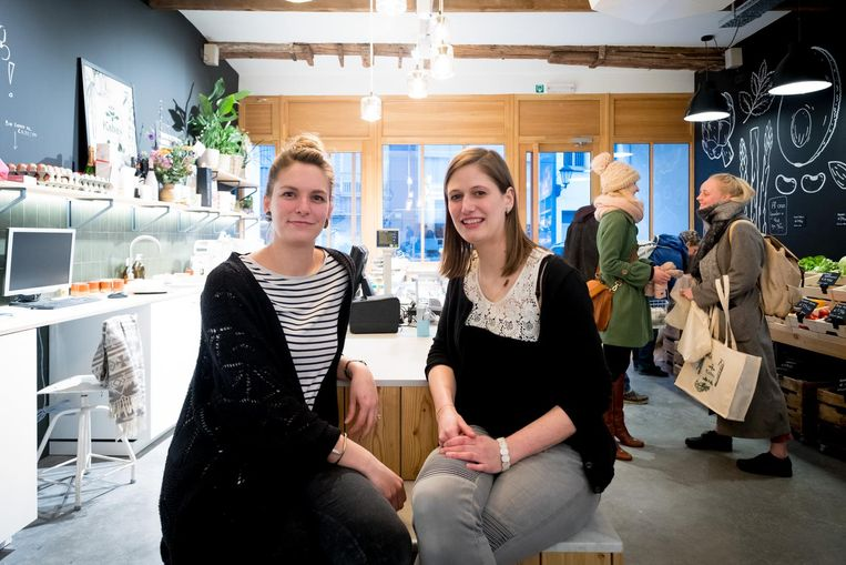 Sofie Smeets en Anneleen De Witte in hun zaak.