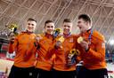 Jeffrey Hoogland, Harrie Lavreysen, Roy van den Berg en Matthijs Büchli met hun gouden medailles.
