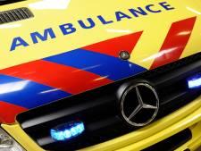 Auto eindigt op de kop in vijver in Hilversum, bestuurster meldt zich later