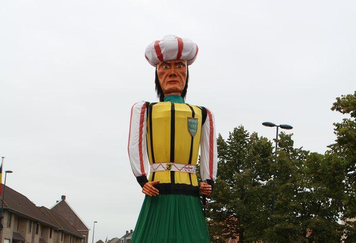 Nieuwpoortse reus Jan Turpijn tijdens de kermis in Woumen