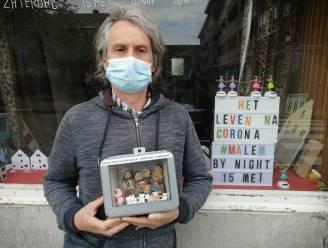 'Het leven na corona': een eenmalige nachtelijke expo in Malem bekijkt de pandemie van de satirische kant