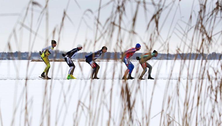 De masters onderweg tijdens het Nederlands schaatskampioenschap marathon op natuurijs donderdag op de Belterwiede. Foto ANP Beeld