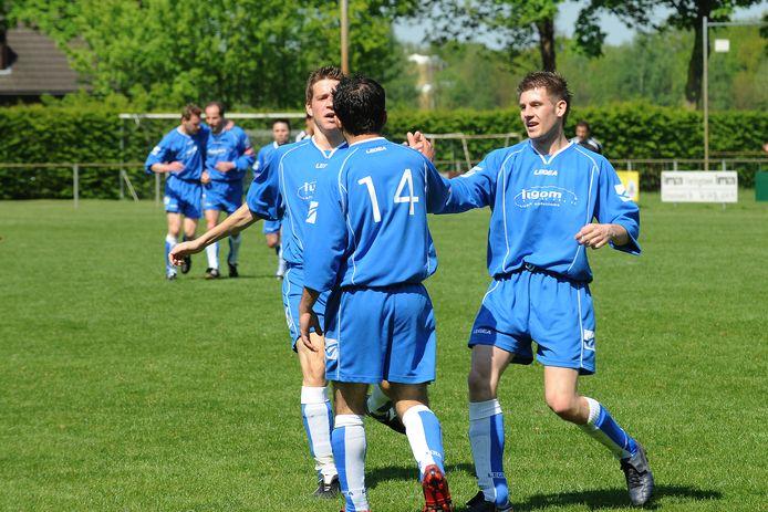 Blijdschap bij Holthees tijdens de kampioenswedstrijd in 2008.