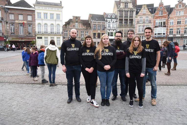 Het nieuwe, jeugdige team staat klaar om nieuwe initiatieven te organiseren bij folkfestival M'eire Morough.