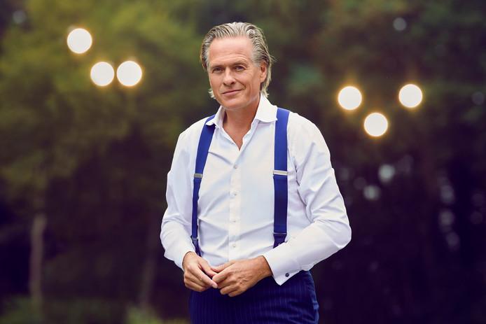 In een vierdelige televisiedocumentaire over oude adellijke families in Nederland bezoekt Jort Kelder de familie Bentinck op landgoed Schoonheten.