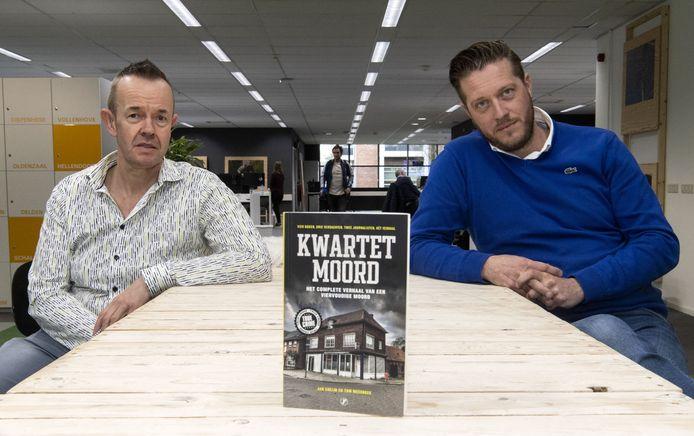 RTV Oost-journalisten Jan Colijn en Tom Meerbeek (rechts)  met hun boek 'De Kwartetmoord'.