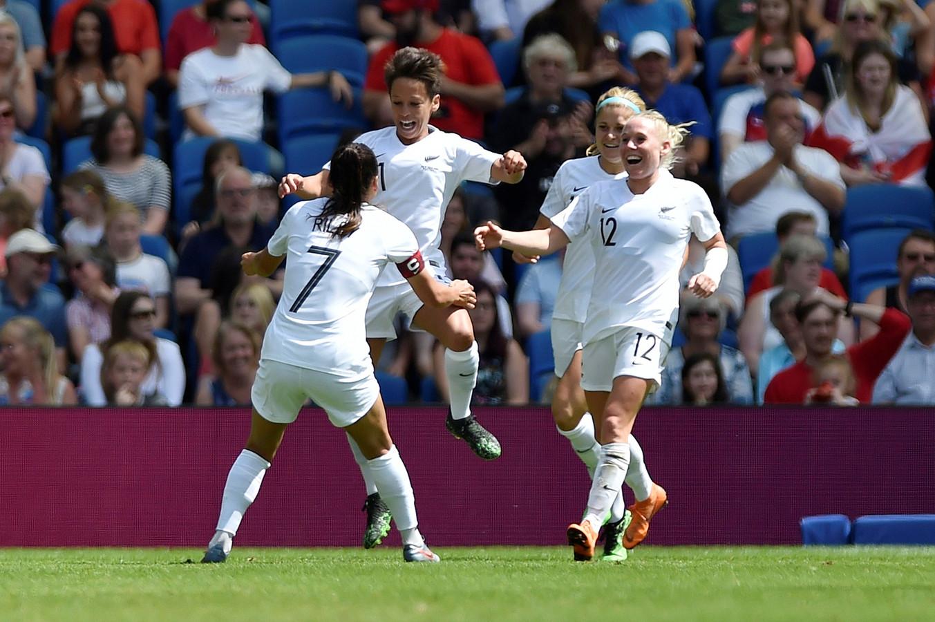 Sarah Gregorius is blij na een goal tegen Engeland, vorige week.