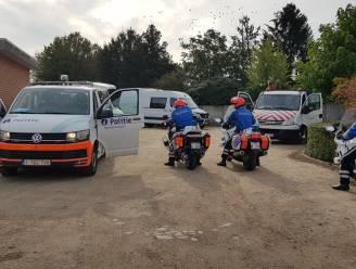 Politie neemt tien bromfietsen en bestelwagen in beslag