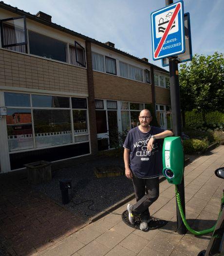 'Elektrisch rijden is alleen voor de elite en zakelijke rijders: 'Als je geen oprit hebt wordt het al heel lastig'