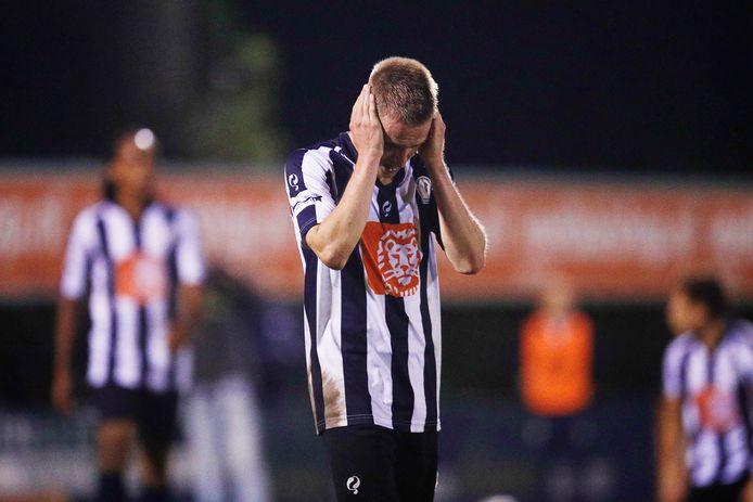 Steff van Rooijen miste de laatste penalty voor Hercules. Mede door zijn misser liepen de Utrechters kwalificatie mis voor het hoofdtoernooi om de KNVBBeker.