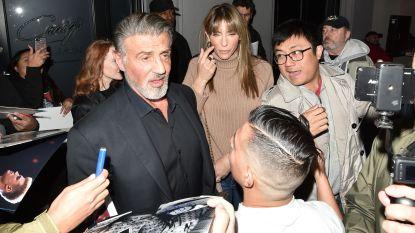 Sylvester Stallone showt witgrijze haardos. En hij is niet alleen: grijs is het nieuwe sexy