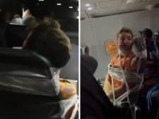 Un homme attaché à son siège avec du ruban adhésif après avoir tripoté et frappé des hôtesses de l'air