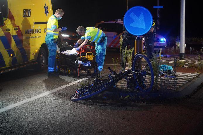 De fietser is met spoed naar het ziekenhuis gebracht.