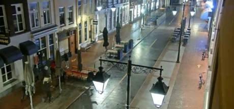 Mishandeling en beroving van vier vrienden door grote groep jongens in centrum Den Bosch was willekeurig