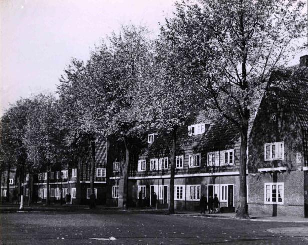 De eerste woningen van Domijn aan de Lasondersingel. Na de vuurwerkramp werden ze opnieuw gebouwd op basis van de eerste bouwtekeningen uit de jaren 20 van de vorige eeuw.