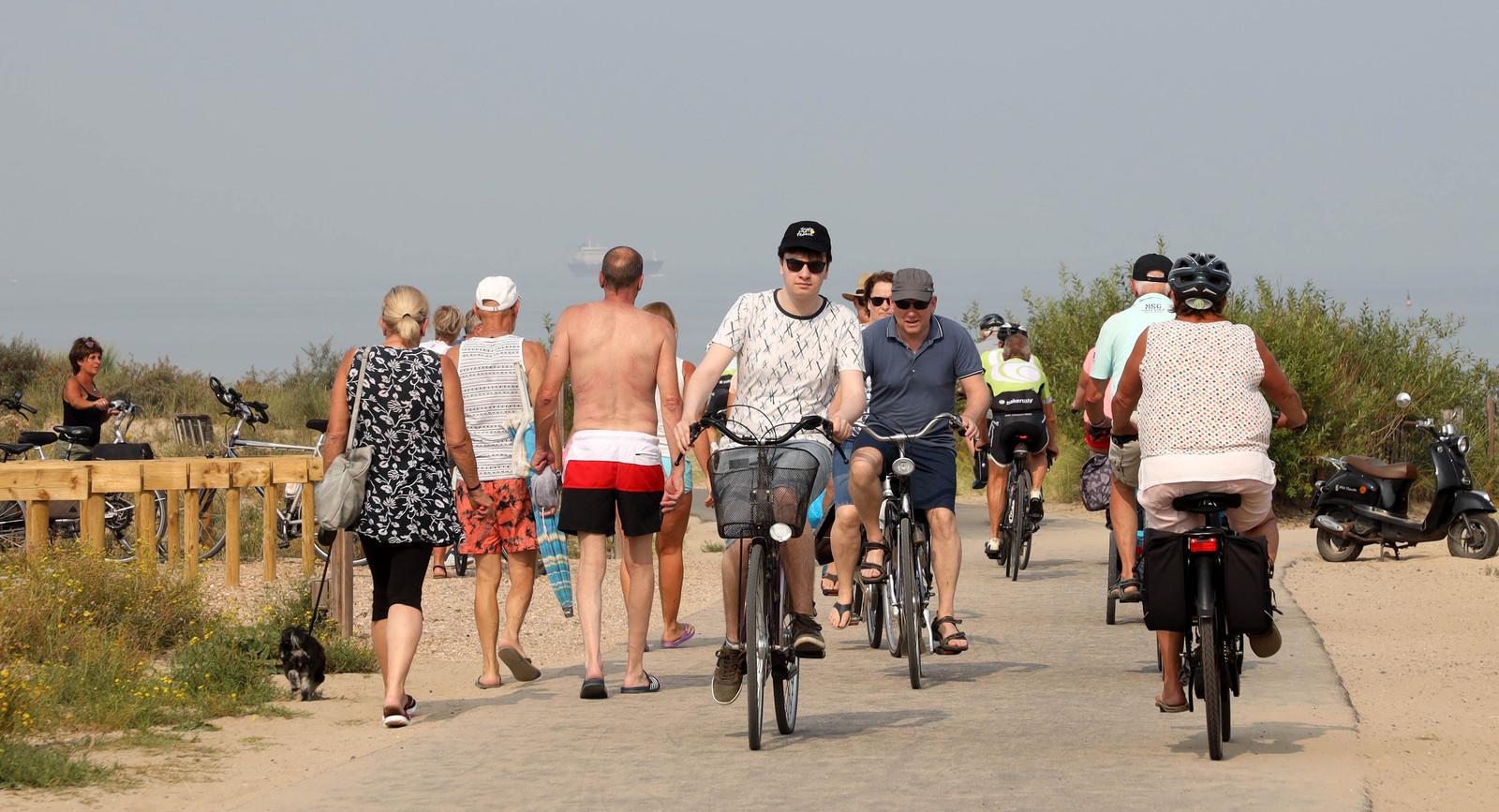 Met een elektrische fiets de West-Zeeuws-Vlaamse kust verkennen is steeds populairder.