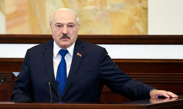 President Aleksandr Loekasjenko spreekt het parlement in Minsk toe over de gedwongen landing van het Ryanair-vliegtuig. Beeld AP