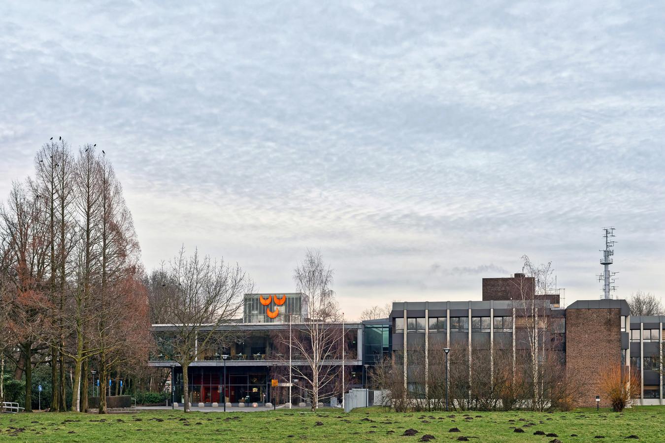 Het stadhuis van de gemeente Oosterhout aan het Slotjesveld in Oosterhout.