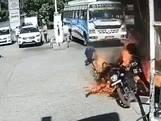 Motor vliegt in brand: man ontsnapt aan vlammenzee