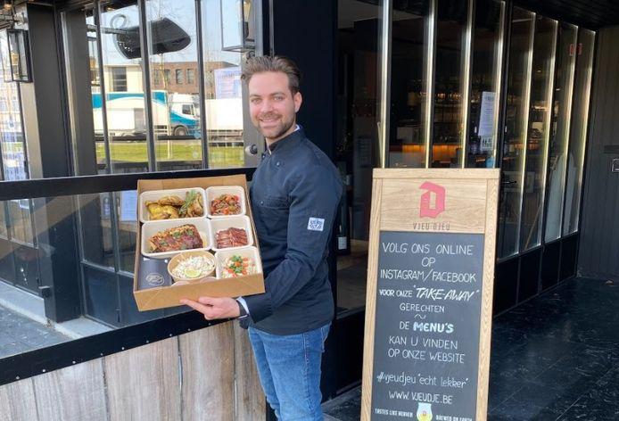 Matthias De Brouwer met zijn Vjeu Djeu-foodbox.