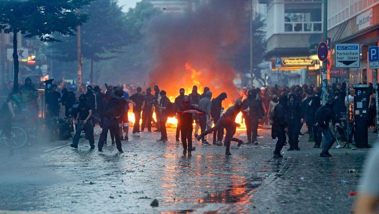 Betogers botsen met politie tijdens de rellen op 7 juli. Beeld epa