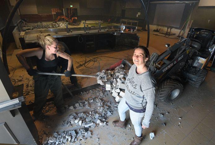 Janice Bronk (rechts) van de Rodenburg heeft met collega's hard gewerkt om Club Rodenburg op te knappen