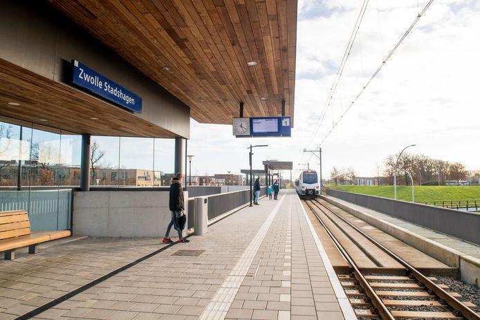 Op station Stadshagen werden gisterenavond drie medewerkers van Keolis mishandeld. De politie zoekt getuigen.