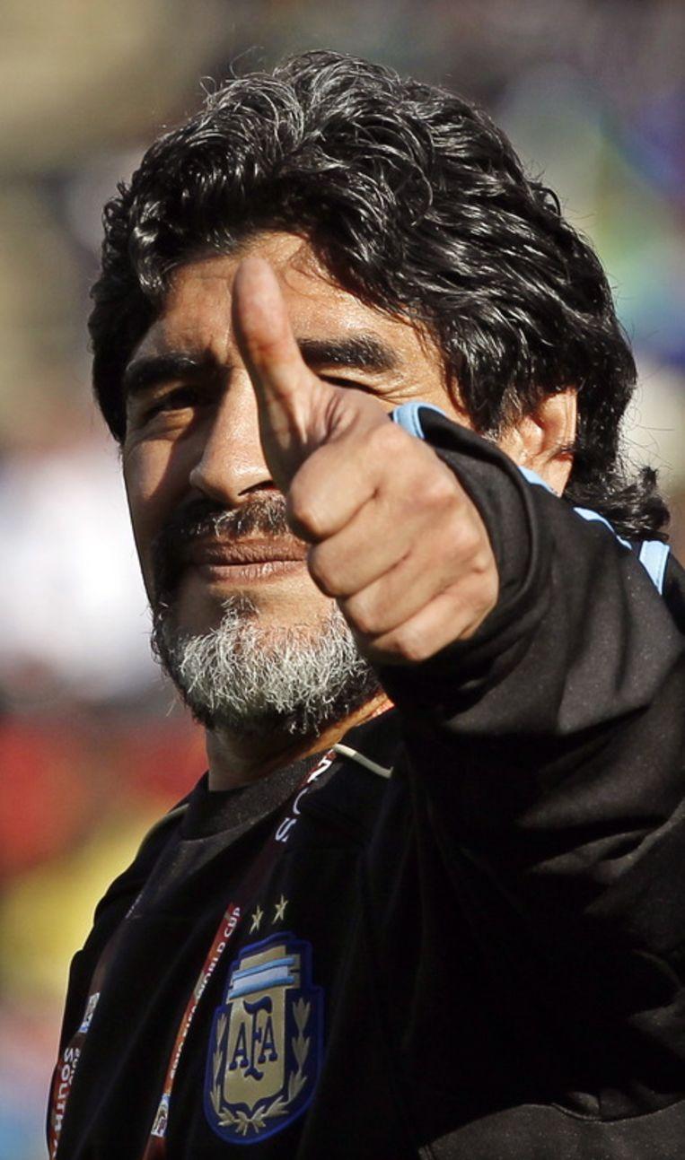Maradona als coach van het Argentijnse elftal op de wereldkampioenschappen in Zuid-Afrika, in 2010. Beeld null