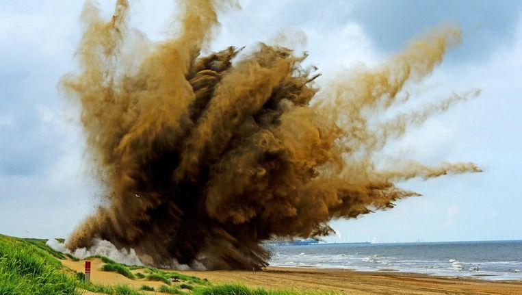 Een explosief uit de Tweede Wereldoorlog wordt bij Wassenaar tot ontploffing gebracht Beeld ANP