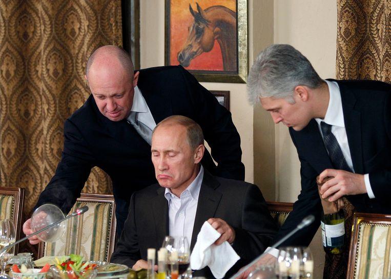 Prigozjin zet Poetin een maaltijd voor, zelf kan hij overigens niet koken. Beeld AP