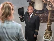 Portier Hemand gaat ver voor de hotelgasten: 'Desnoods halen we de hele kamer voor je leeg'