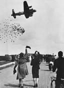 Omdat de voedselsituatie in westelijk Nederland catastrofaal dreigde te worden, begonnen de geallieerden op 29 april 1945, met toestemming van de Duitse bezetter, voedselpaketten uit te werpen. Met gejuich werden de Lancaster bommenwerpers ontvangen.