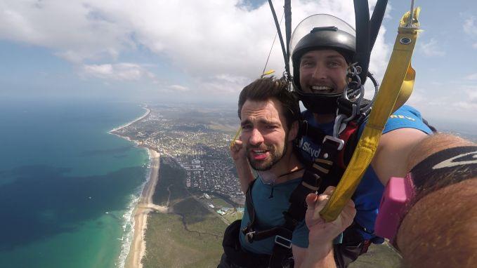 Skydiven, walvissen spotten én een nieuwe BFF rijker: Arne doet het allemaal tegelijk in Noosa