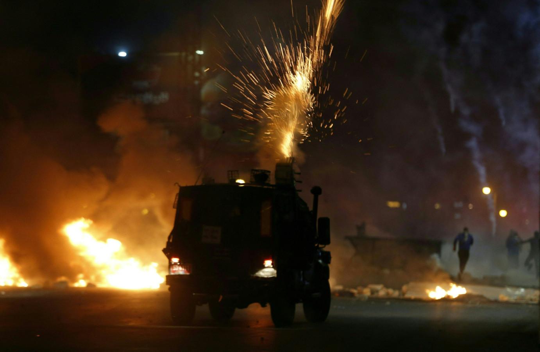 Israëlische militairen gebruiken traangas tegen Palestijnse demonstranten tijdens een anti-Israël protest in Jeruzalem.