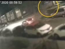 Politie deelt beelden van auto die vermoedelijke stichter autobrand oppikt