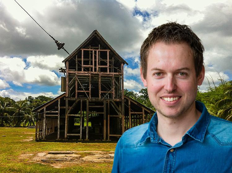 De voormalige droogschuur van de koffieplantage Peperpot in Suriname, die vanaf 1793 door een erfenis eigendom werd van de familie De Vos van Steenwijk.