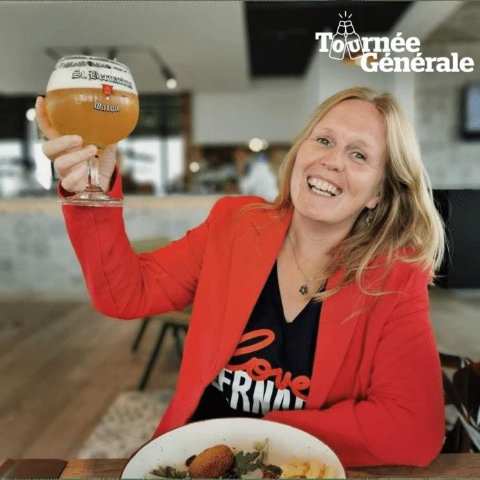 Bierkenner Kristel Logie drinkt haar eerste pintje bij Goeste.