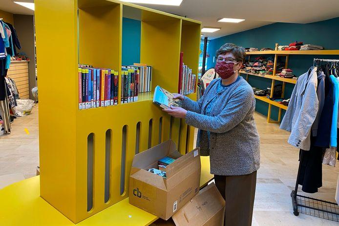 De vrijwilligers van De Scharnier verzorgen nu ook de verkoop van de afgeschreven boeken van de bibliotheek van Erpe-Mere.
