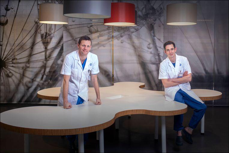 De Stichting Zorg na Werk in Coronazorg (ZWiC) is een initiatief van twee chirurgen van het UMC Utrecht: Sander Muijs (rechts) en Marijn Houwert (links). Beeld Werry Crone