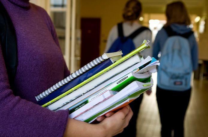 Illustratieve foto van scholieren op een middelbare school.