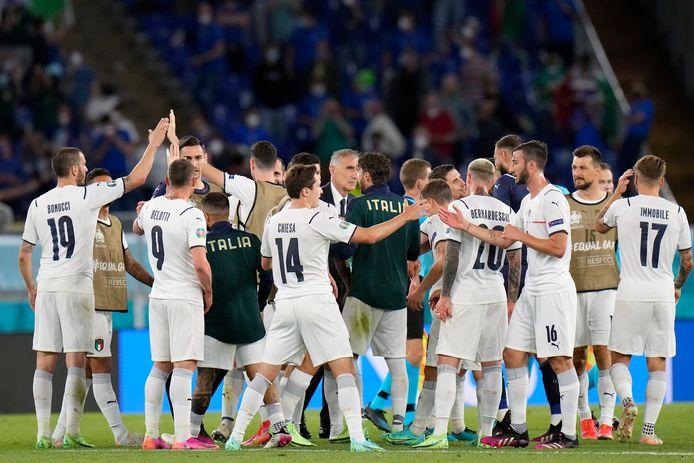 Italianen vieren de drie punten.