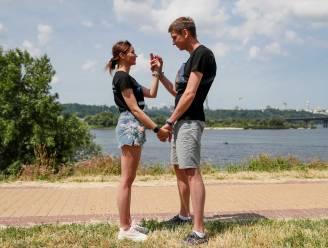 Stelletje 4 maanden aan elkaar geboeid om relatie te redden: 'Doe niet wat wij gedaan hebben'