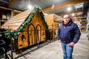 Quinten Goekint bij de kerstmarktkraampjes die deze winter  niet gezet konden worden.