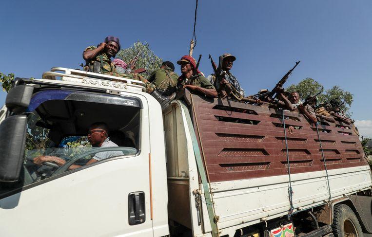 In Ethiopië dreigt een burgeroorlog nu regeringstroepen vechten tegen strijders van de afvallige regio Tigray, die volgens ooggetuigen verantwoordelijk zouden zijn voor het bloedbad. Beeld REUTERS