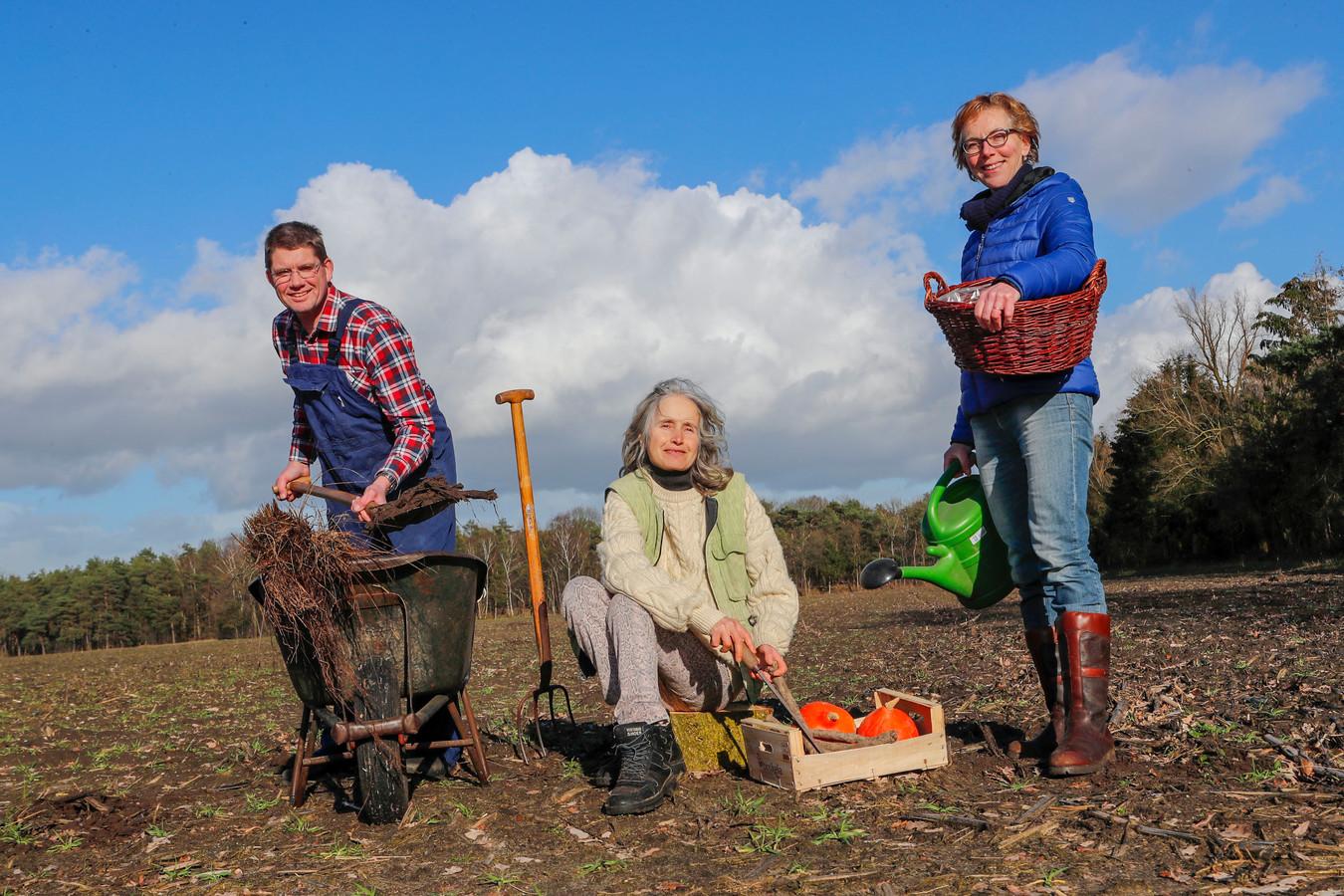 André Veen, Gertrude Arends en Ellen van Beek (v.l.n.r.) van initiatiefgroep 'OnsGildebos'.