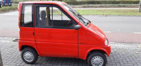 Invalidenauto omver geduwd voor huis van eigenaar in Uden: 'Dit is niet grappig'