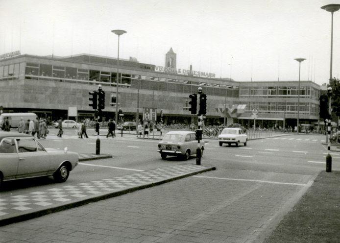 De Arnhemse vestiging van Vroom & Dreesmann in 1973.
