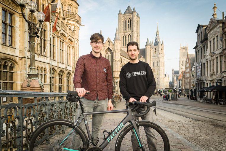 Toekomstige uitbaters Dieter Jacobs en Bram De Winde houden de locatie van hun wielercafé voorlopig nog strikt geheim.