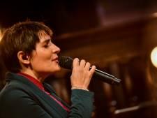 Ongeneeslijk zieke Kinga Bán (37) blijft zingen tot het echt klaar is